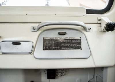 T HJ45 Glovebox Badge