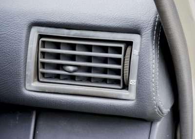 Toyota Hilux LN65 air vent 1