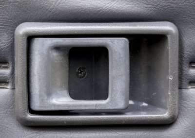 Toyota Hilux LN65 door handle 1