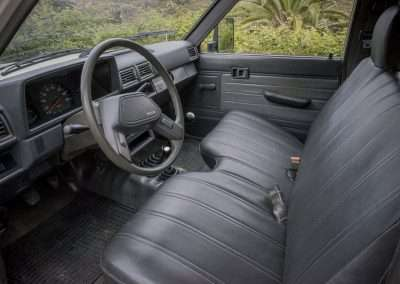 Toyota Hilux LN65 front seat full
